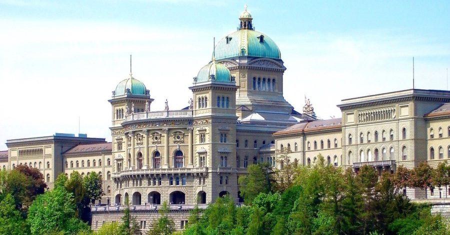 Photo: Bâtiment du Parlement fédéral suisse.