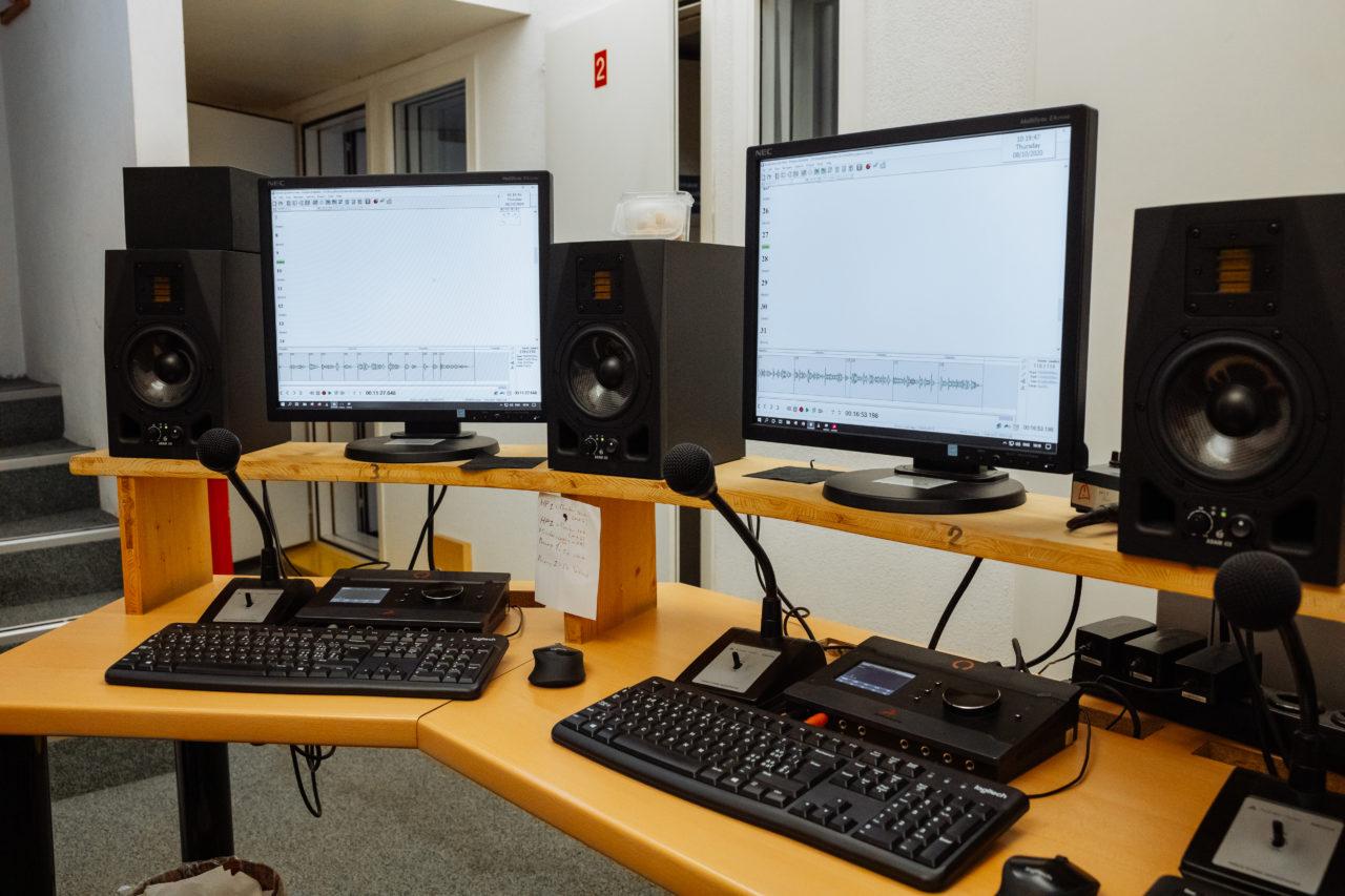 Photo: intérieur de la régie son de la BBR.