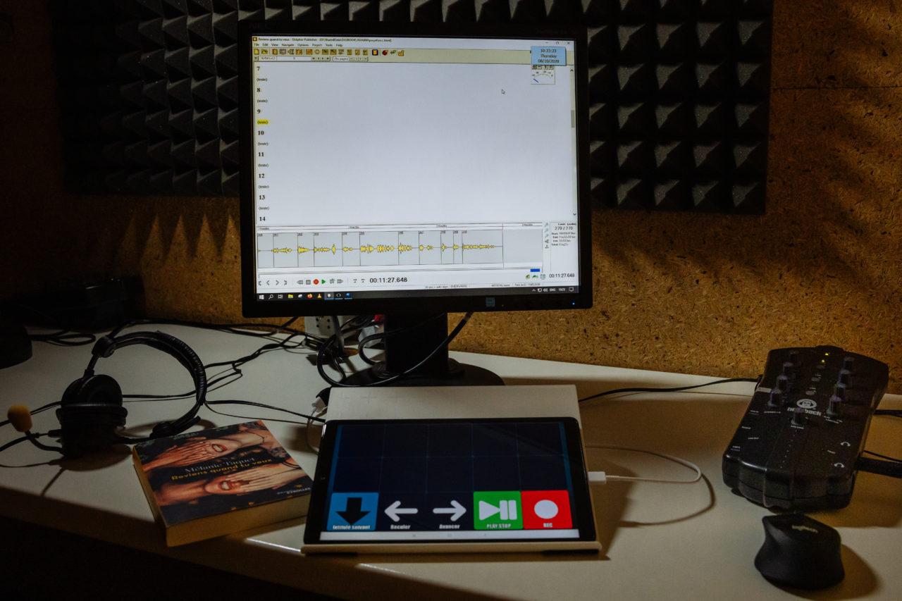 Photo: intérieur d'une cabine d'enregistrement à la BBR.