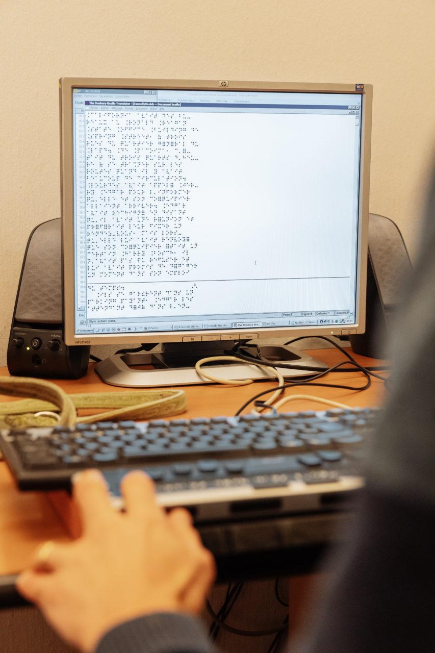 Photo: vue d'un écran d'ordinateur sur lequel le texte à traiter apparaît.